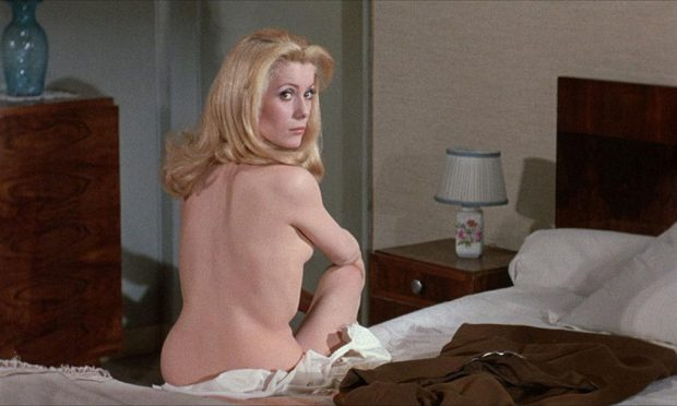 belle-de-jour-1967-002-catherine-deneuve-naked-bed